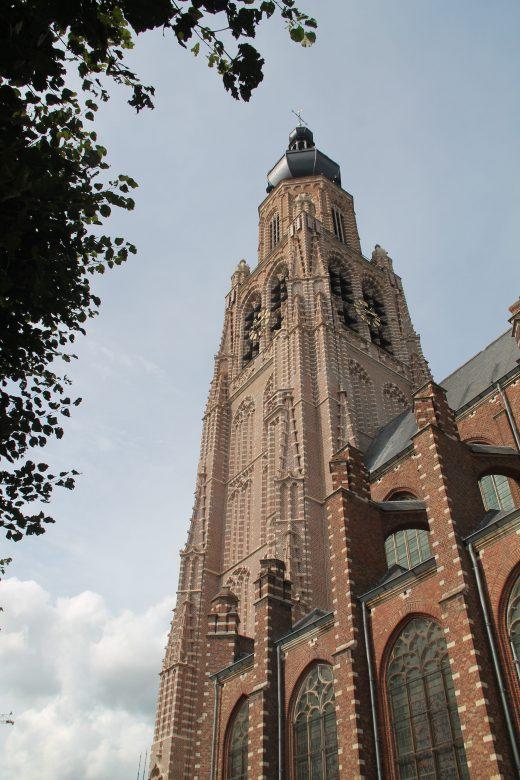 Verticaal aanzicht kerktoren